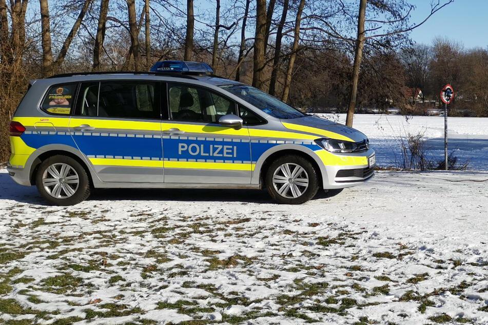Leichtsinniger Winterspaß? Polizei holt die Leute vom Eis