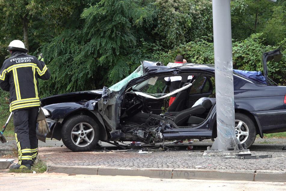 Autounfall auf Bundesstraße in Leipzig: Insasse eingeklemmt