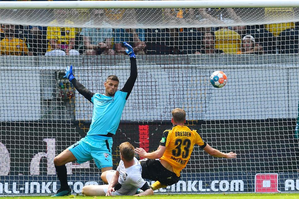 Der erste Treffer des Torjägers: Christoph Daferner (r.) netzt zum 1:0 für die SGD ein.