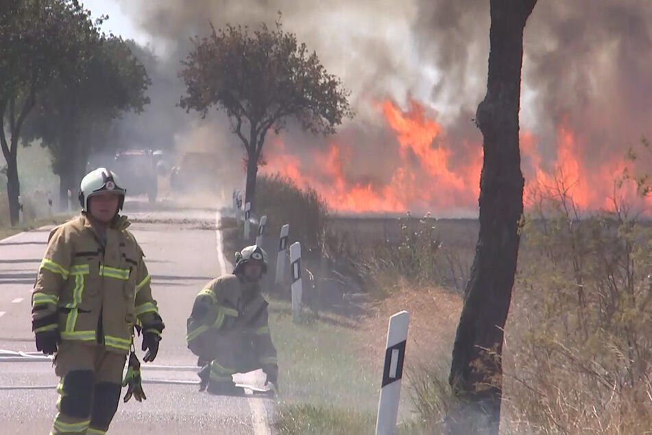 Mithilfe der Landwirte konnte die Feuerwehr den Brand unter Kontrolle bringen.