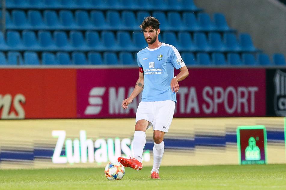 Denkt noch nicht an ein mögliches Abstiegsfinale gegen Zwickau am Mittwoch, sondern erst einmal an morgen in Uerdingen: CFC-Kapitän Niklas Hohenender.
