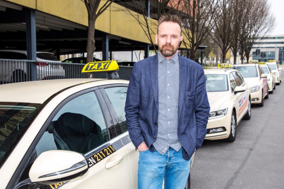 Taxifahrer Alexander Noack (43) hat wie seine Kollegen nur noch wenig zu tun.