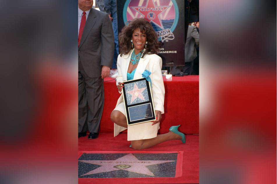 Los Angeles 1994: Mary Wilson nimmt bei der Einweihung des 2026. Sterns auf dem Hollywood Walk of Fame zu Ehren von The Supremes teil.