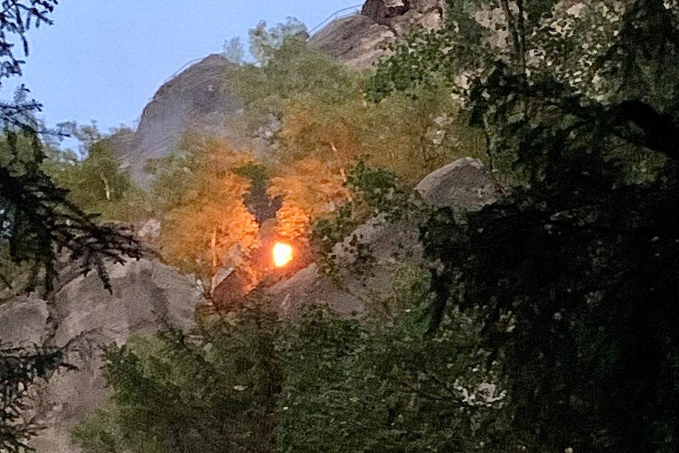 Das Feuer befindet sich unterhalb der Schrammsteinaussicht.