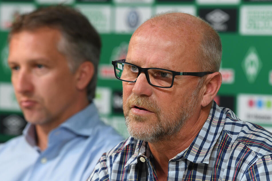 Thomas Schaaf (60, r.) soll jetzt die Kohlen aus dem Feuer holen und den SV Werder vor dem Abstieg retten.