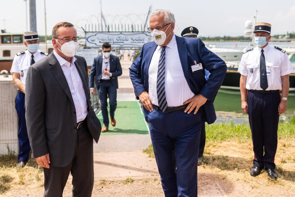 Innenminister unter sich: Niedersachsens Boris Pistorius (61, SPD, l.) und Bayerns Joachim Herrmann (64, CSU).