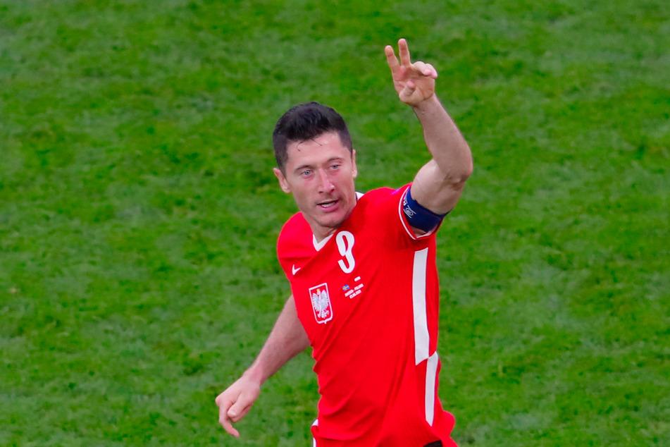 Bayerns Superstar Robert Lewandowski schnürte ebenso wie Forsberg einen Doppelpack - konnte Polens Pleite aber nicht verhindern.