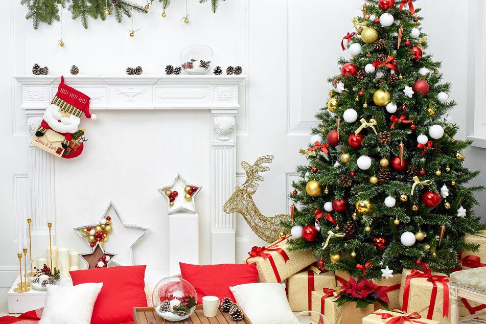 Weihnachten steht vor der Tür und damit auch die Frage, wie man die Feiertage verbringen möchte. (Symbolbild)