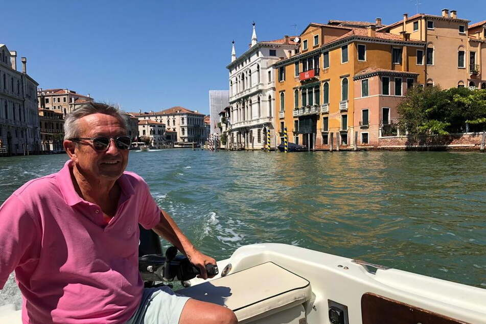 Mit dem Umzug nach Venedig erfüllte sich Stefan Heinemann (noch 69) einen lang gehegten Traum - dazu gehört natürlich ein eigenes Boot.