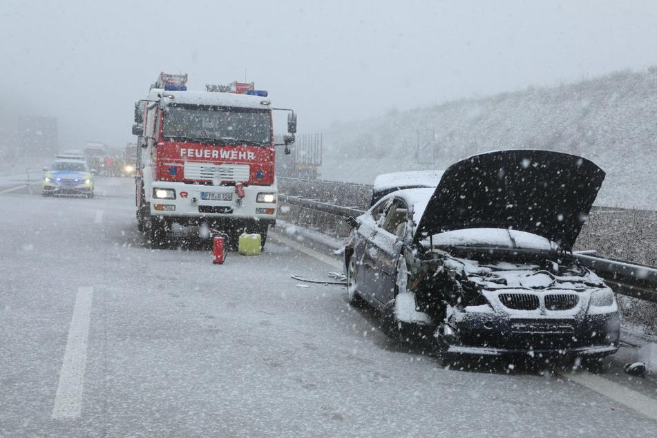 Unfall A17: Erst Regen, dann Schnee: Verkehrschaos mit Unfall auf der A17!