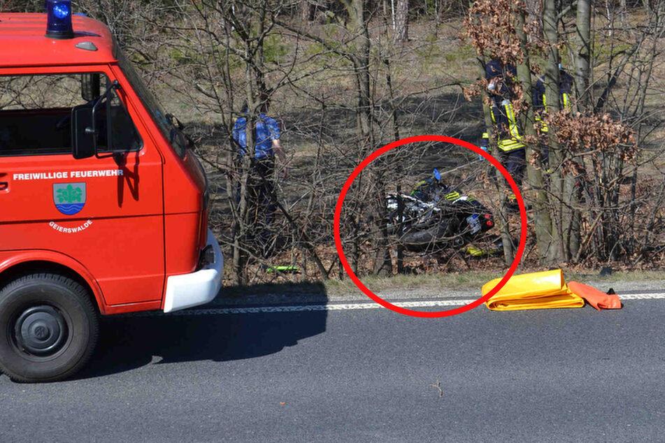 Motorradfahrer (†38) stirbt nach schwerem Unfall bei Elsterheide