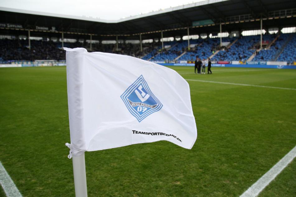 Eine Eckfahne im Stadion von Drittligist Waldhof Mannheim