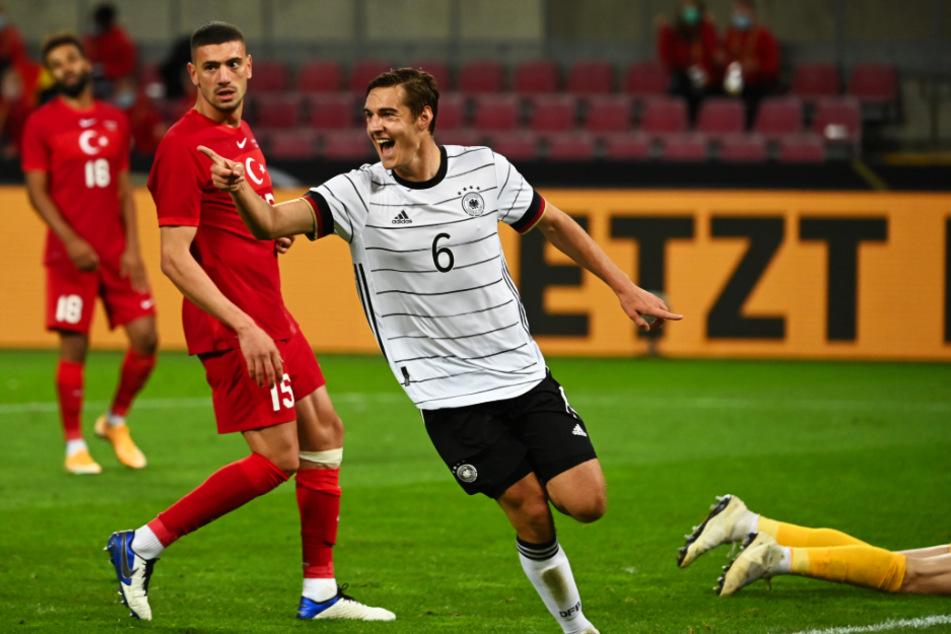 Erstes Spiel, erstes Tor! Florian Neuhaus (r.) brachte Deutschland bei seinem Debüt mit 2:1 in Führung.