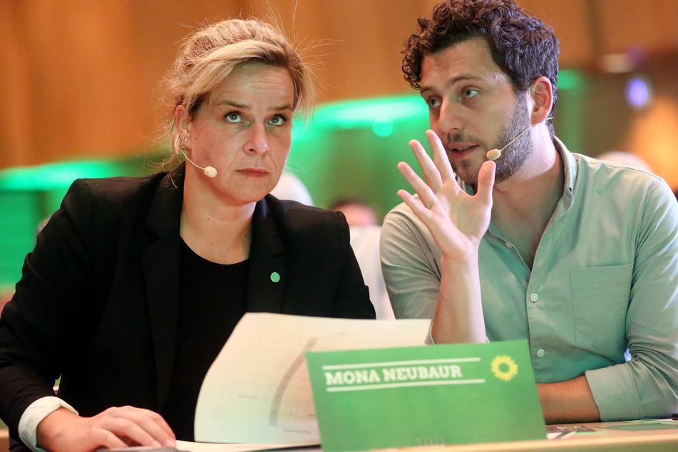 Die Landesvorsitzenden der Grünen in NRW Mona Neubaur (l.) und Felix Banaszak beim Landesparteitags 2019 in Neuss.
