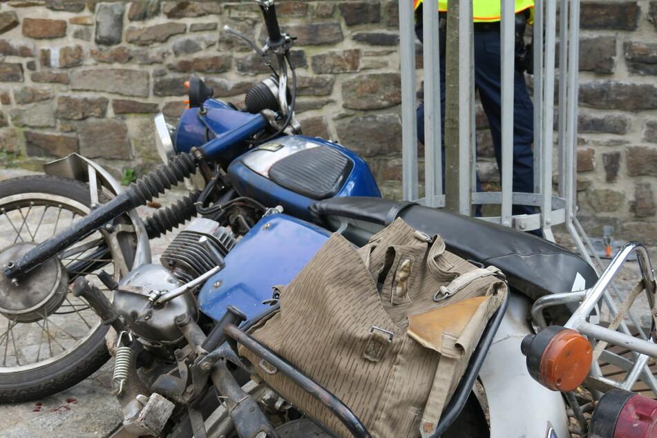 Ein Motorradfahrer wurde bei einem Unfall auf der August-Bebel-Straße verletzt.