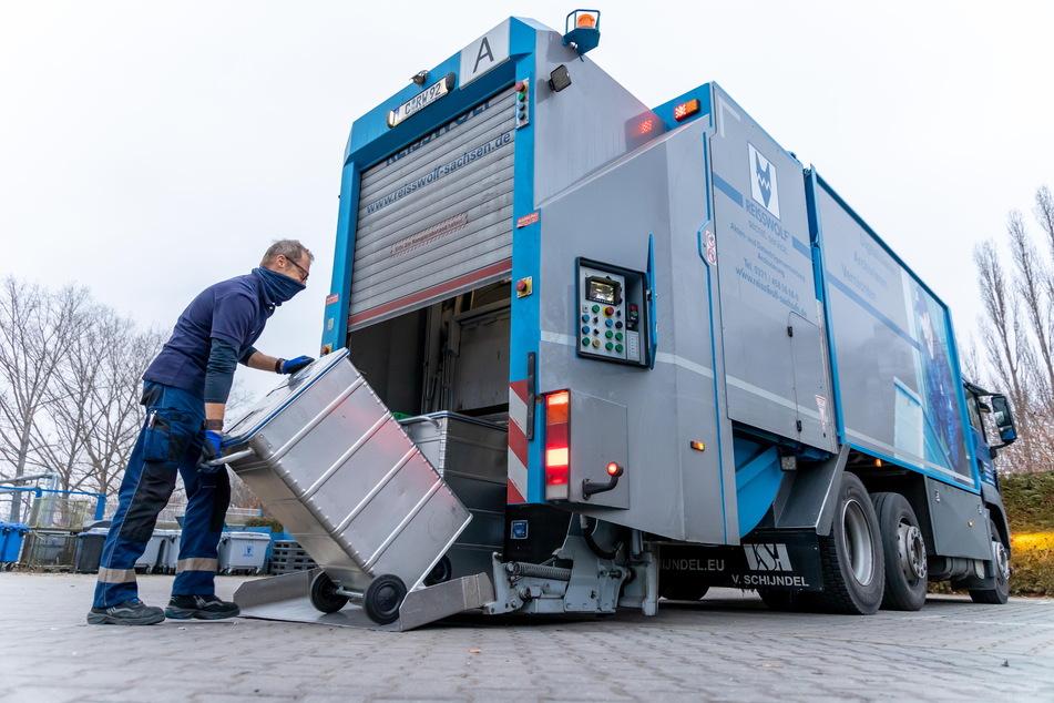 Woche für Woche müssen in sächsischen Amtsstuben abgelaufene Akten abgeholt werden. Für manche Dokumente besteht allerdings eine jahrelange Aufbewahrungsfrist.