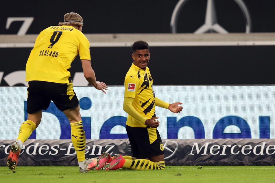 Ansgar Knauff (r.) jubelt mit Erling Haaland (20) über einen Siegtreffer gegen den VfB Stuttgart am 10. April 2021.