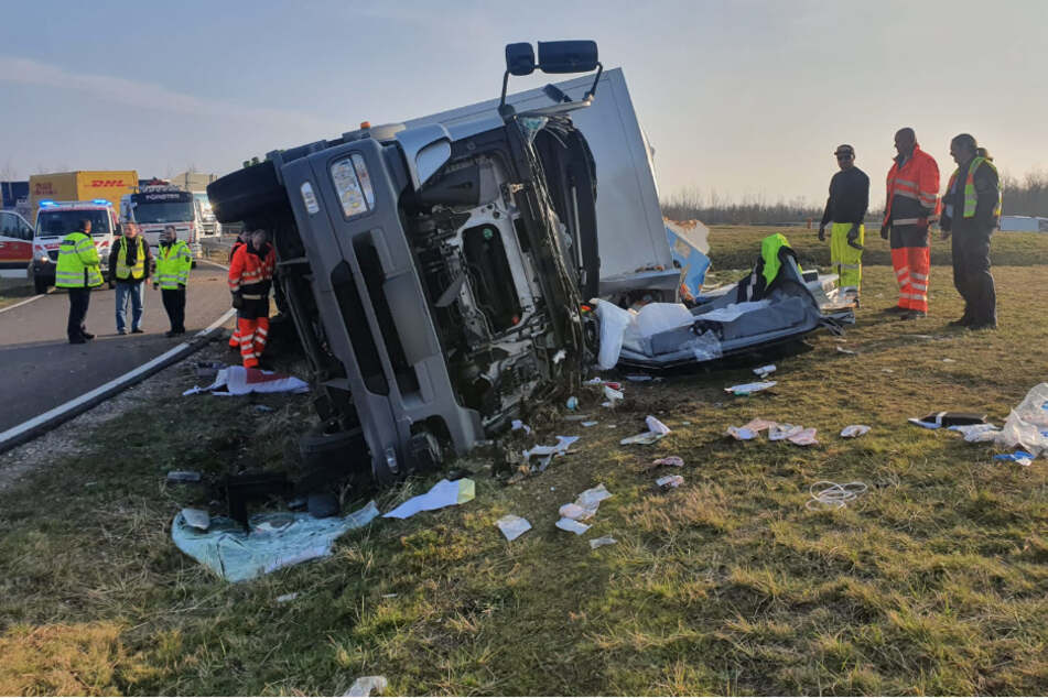Der Fahrer musste aus dem Wrack gerettet werden.