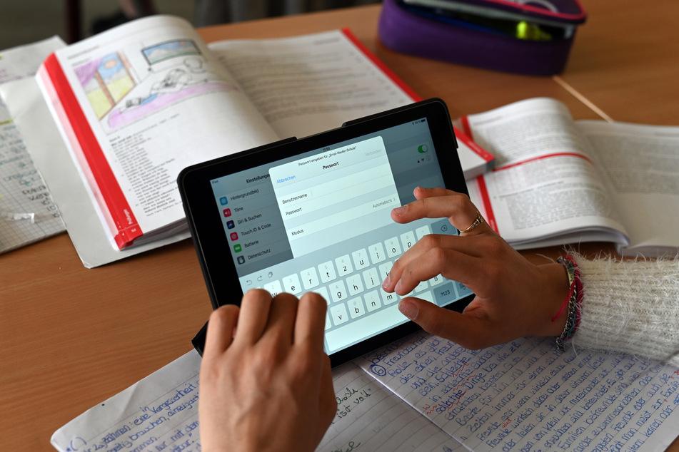 Schulen sollen bundesweit so schnell wie möglich an schnelles Internet angeschlossen werden.