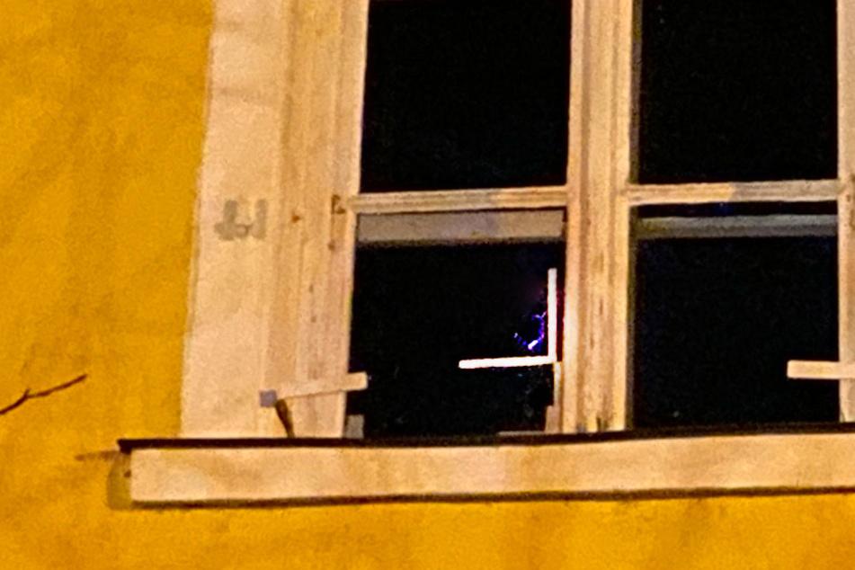 Im linken unteren Fensterabschnitt ist die Kugel eingeschlagen.