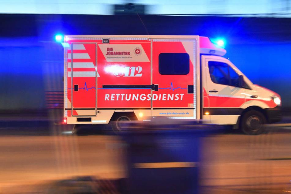 Die Rettungskräfte versorgten die 82-Jährige noch am Unfallort, konnten aber nicht mehr viel für sie tun. (Symbolfoto)