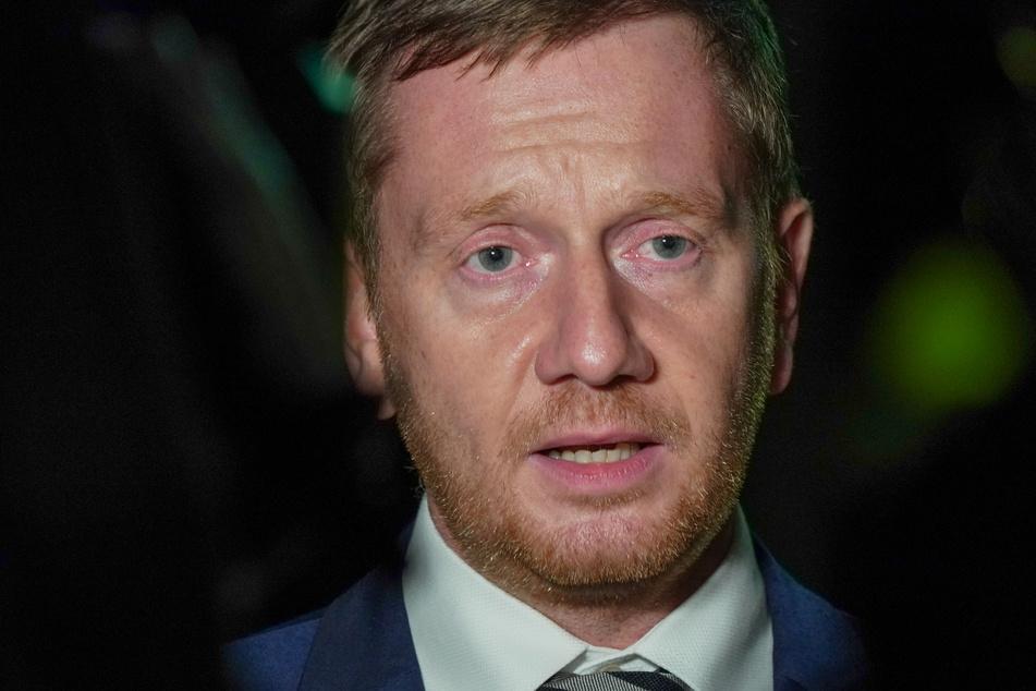 Michael Kretschmer (45, CDU), Ministerpräsident von Sachsen, stellt sich hinter Spahn und fordert die SPD auf, keinen Wahlkampf zu betreiben.