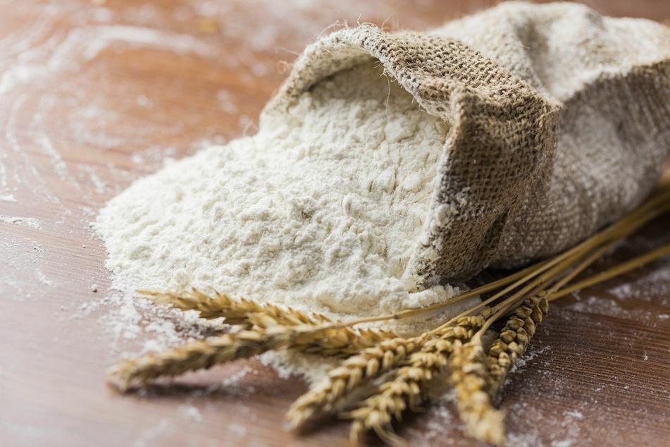 Mehl ist nicht gleich Mehl: Man sollte im Laden daher genau schauen, zu welcher Tüte man greift.