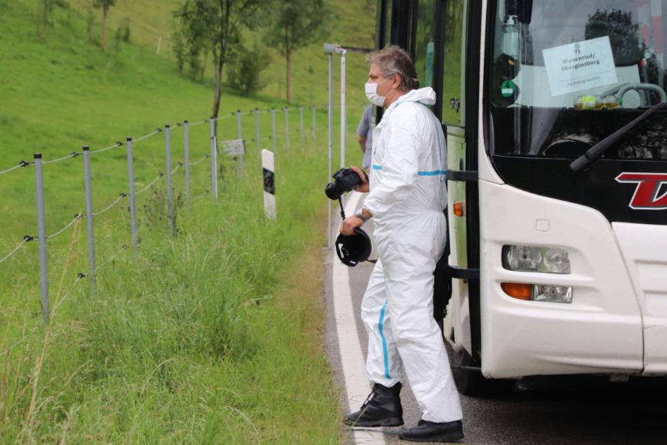 Vor den Augen aller: Mann ersticht getrennt lebende Frau in Linienbus!