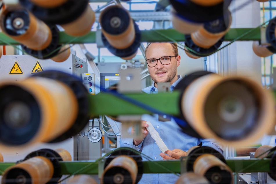 Dr. Ronny Brünler (35) ist einer von Sachsens Erfindern. Er hat ein Verfahren entwickelt, wie Maschinen aus bioverträglichen Kunstofffasern Implantate weben können.