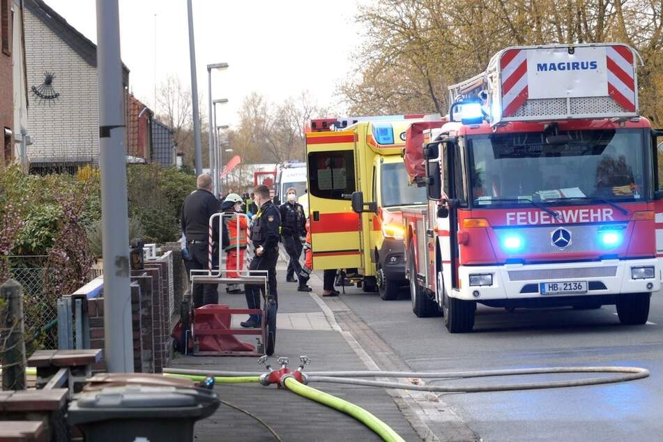Küche fängt plötzlich Feuer! Drei Personen verletzt