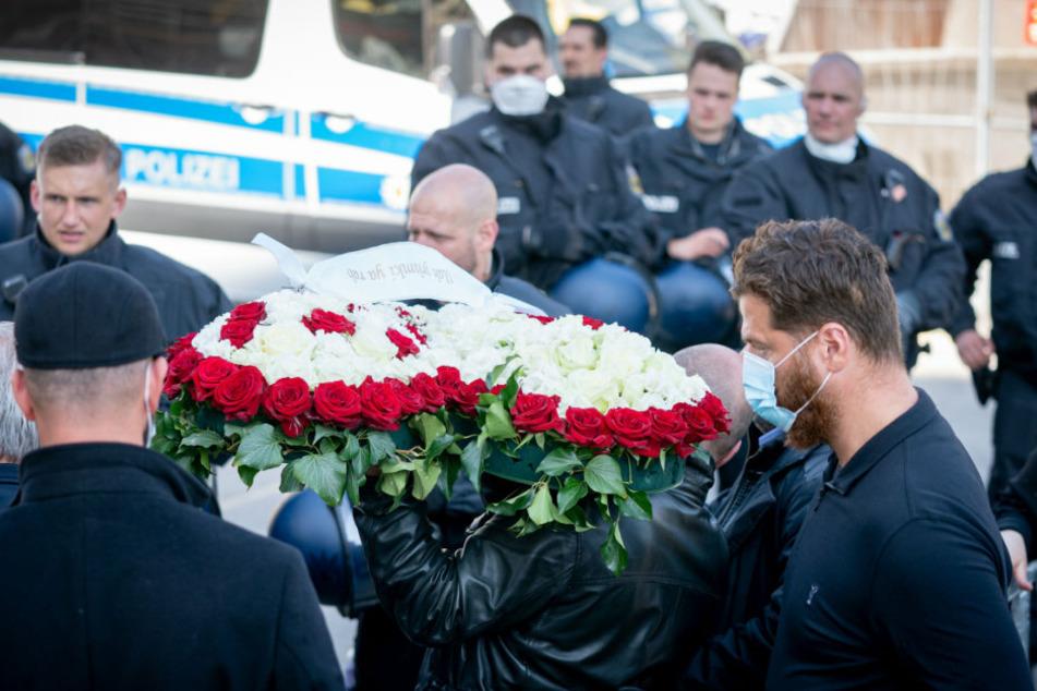 Beerdigung von Clan-Chef-Mutter: Hunderte Polizisten im Einsatz