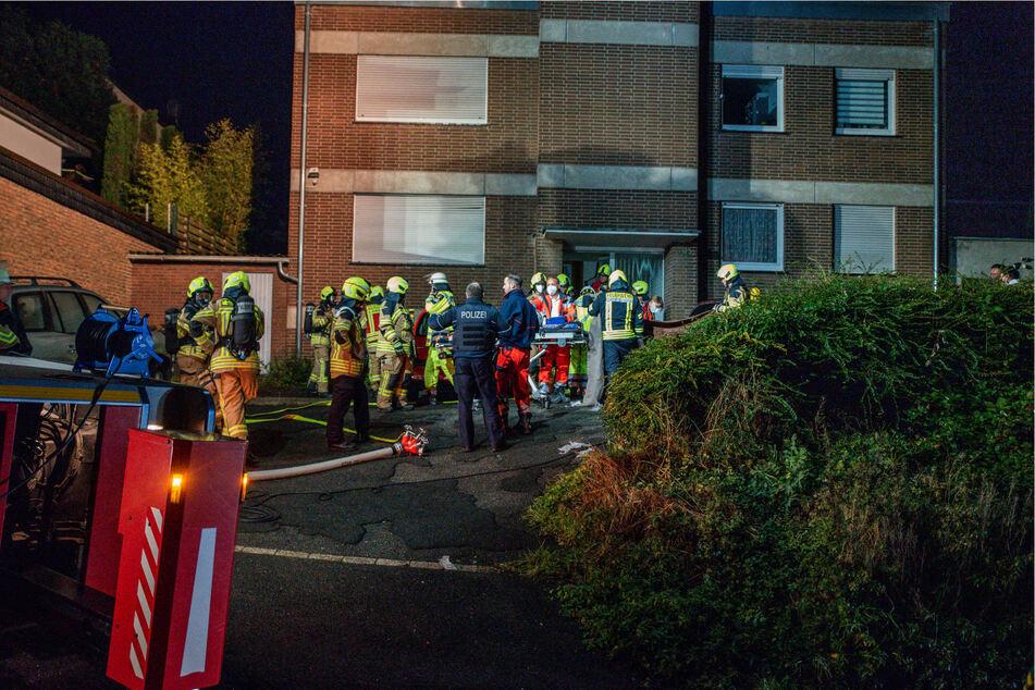 Die Feuerwehrleute und der Notarzt trafen beim Mehrfamilienhaus in Bornheim nicht mehr rechtzeitig ein, um den Mann das Leben zu retten.
