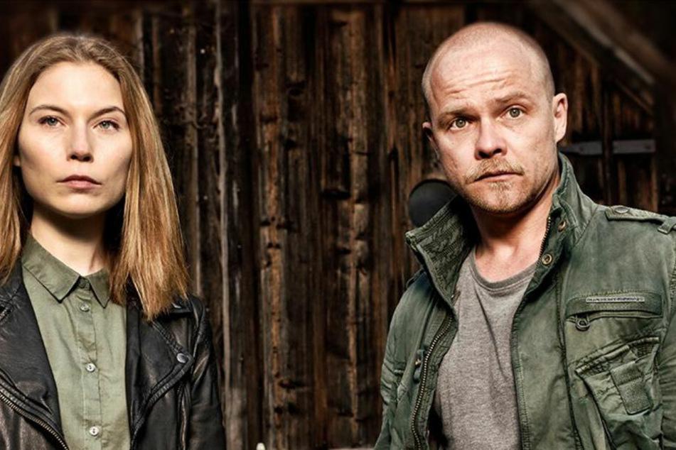 """Hannah Zeiler (38, Nora Waldtstätten) und Micha Oberländer (46, Matthias Koeberlin) als """"ungleiches"""" deutsch-österreichisches Ermittlerduo."""