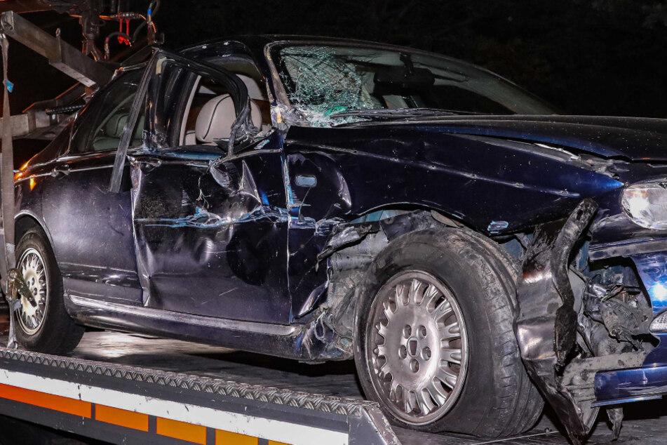 Unfall am ElbePark: Raser bedrängt Autofahrer, kracht in Lkw und flüchtet zu Fuß!