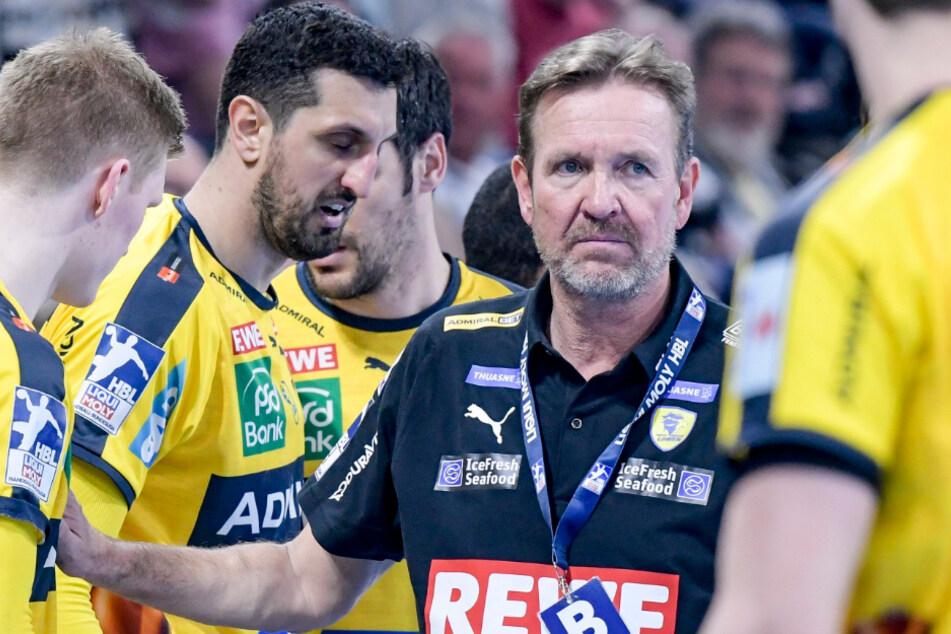 Martin Schwalb, Trainer der Rhein-Neckar Löwen, coacht sein Team.