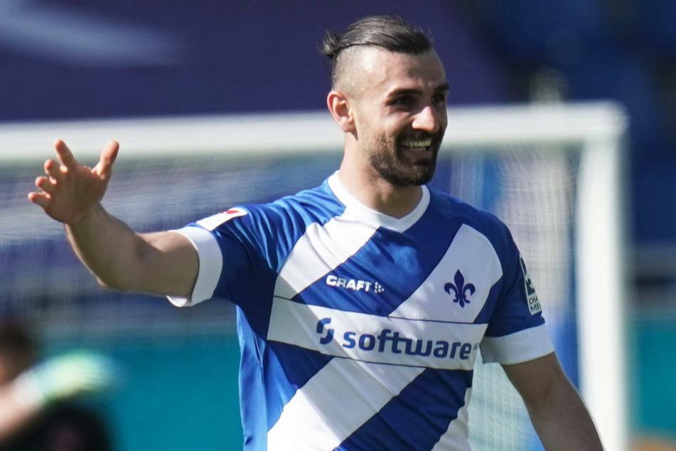 Serdar Dursun (29) hat sich mit einem Viererpack vom SV Darmstadt 98 verabschiedet und könnte in der kommenden Saison für den 1. FC Union Berlin in der Bundesliga auf Torjagd gehen.
