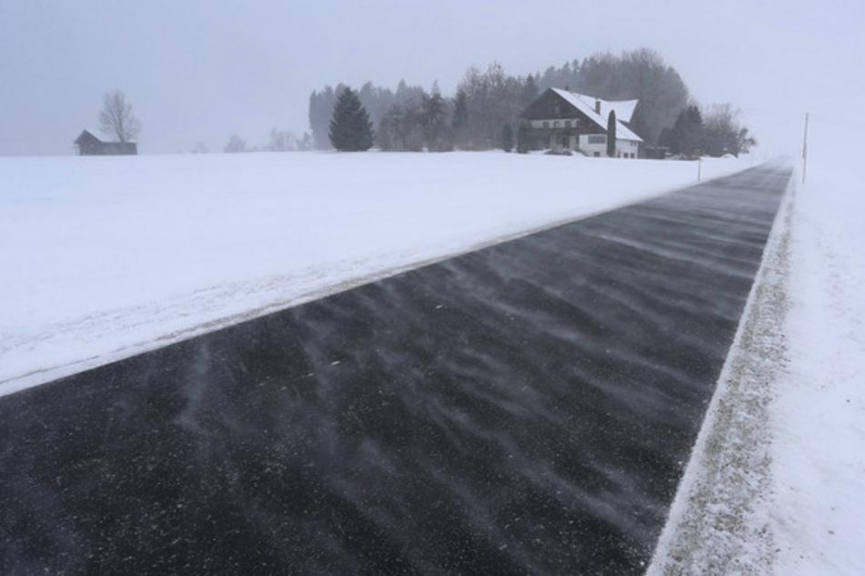 """""""Dimitros"""" bringt Schneefront: Warnung vor extremem Wetter über Bayern"""