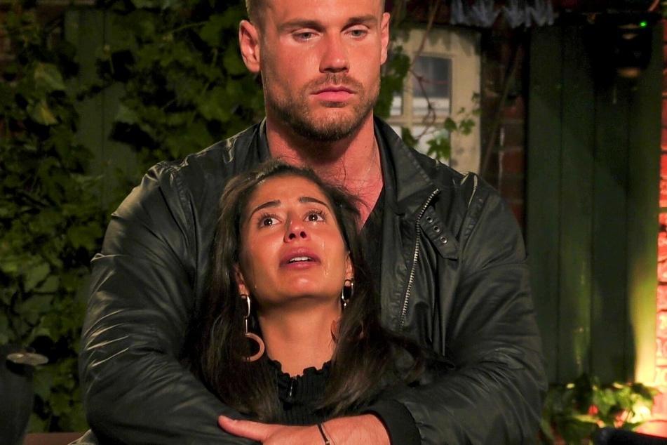 Eva Benetatou und ihr Verlobter Chris waren am Ende der Nominierung von Folge 6 völlig fertig.
