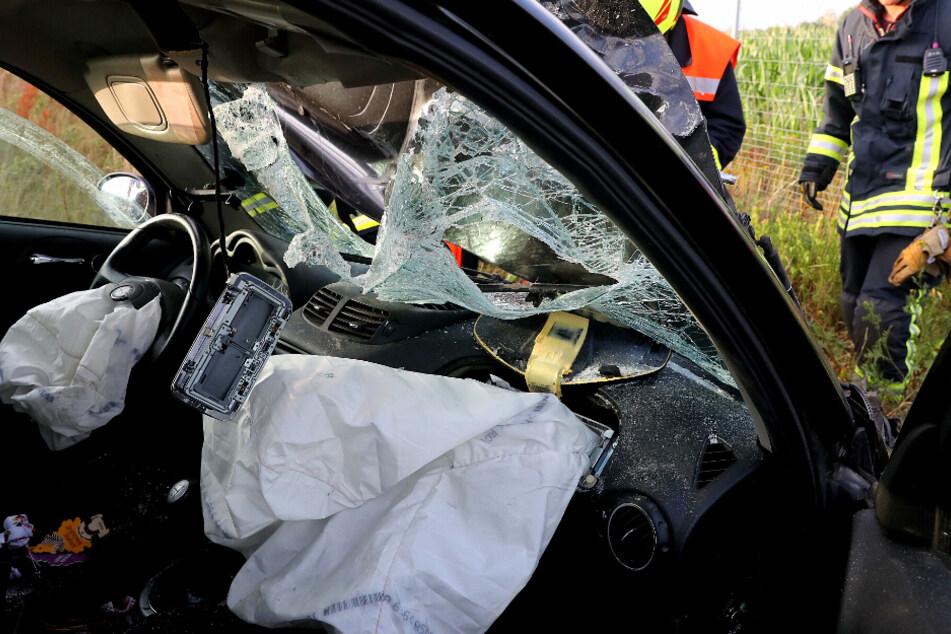 Ein Blick in den Innenraum des verunglückten Wagens.