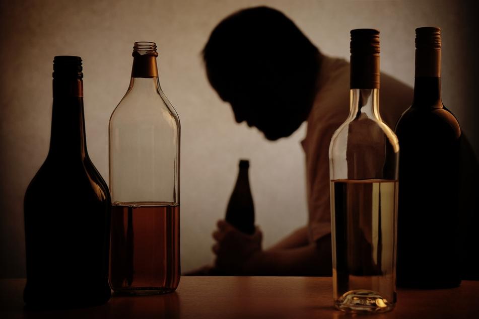 Mann klaut Weinflasche im Restaurant und schläft dort ein