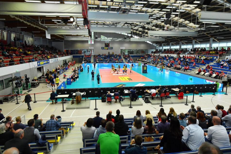 Beim letzten Aufeinandertreffen zwischen dem Dresdner SC und Schwerin durften - mit Abstand dazwischen -Zuschauer dabei sein.