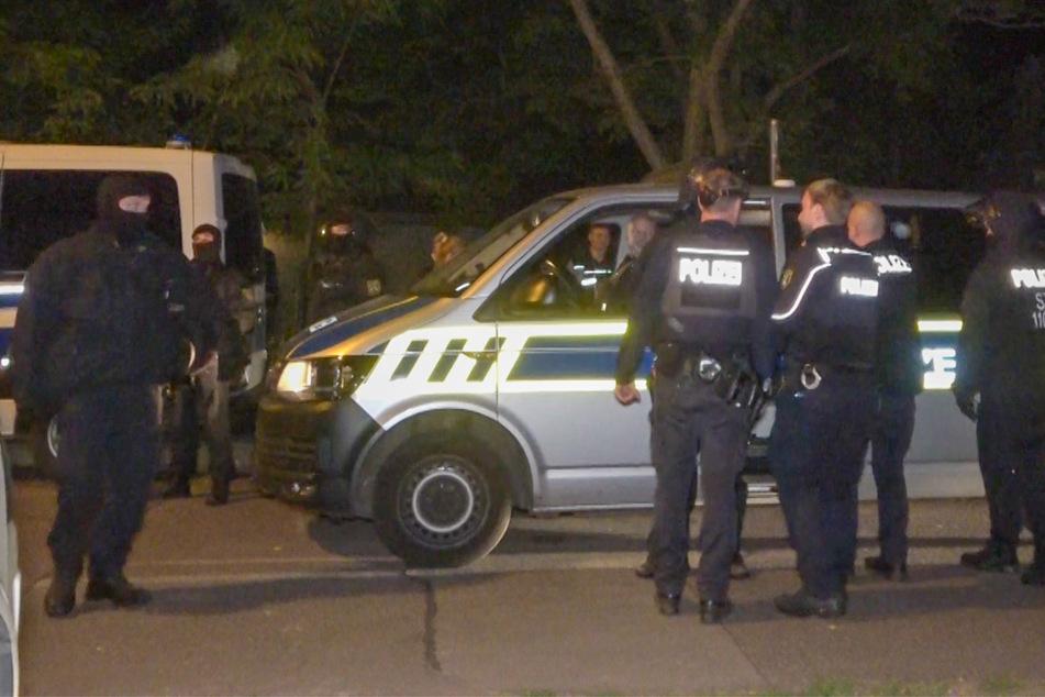 Heftiger Familienstreit: Polizei riegelt Stadtteil für Tätersuche ab