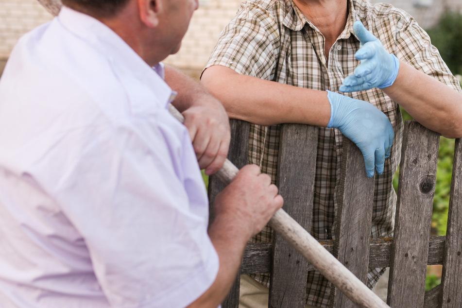 Angefahren und Kopf gegen Gartenzaun geschlagen: Pflanzen-Streit in Kleingartenanlage eskaliert völlig
