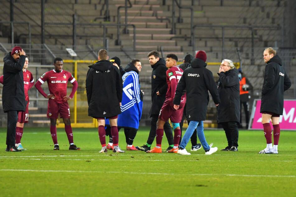 Nach der Last-Minute-Pleite gab's bei den Dynamos bedröppelte Gesichter.