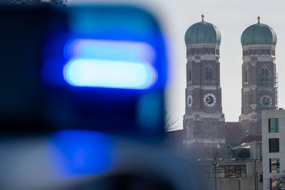 Bei einem Einsatz in München hat sich ein Schuss aus der Dienstwaffe gelöst. (Symbolbild)