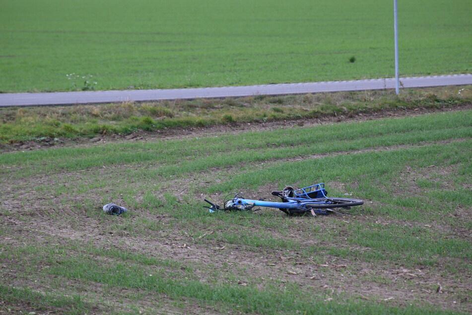 Bei dem Crash wurde ein 62-jähriger Radfahrer schwer verletzt. Er soll die Vorfahrt eines BMW-Fahrers (19) missachtet haben.