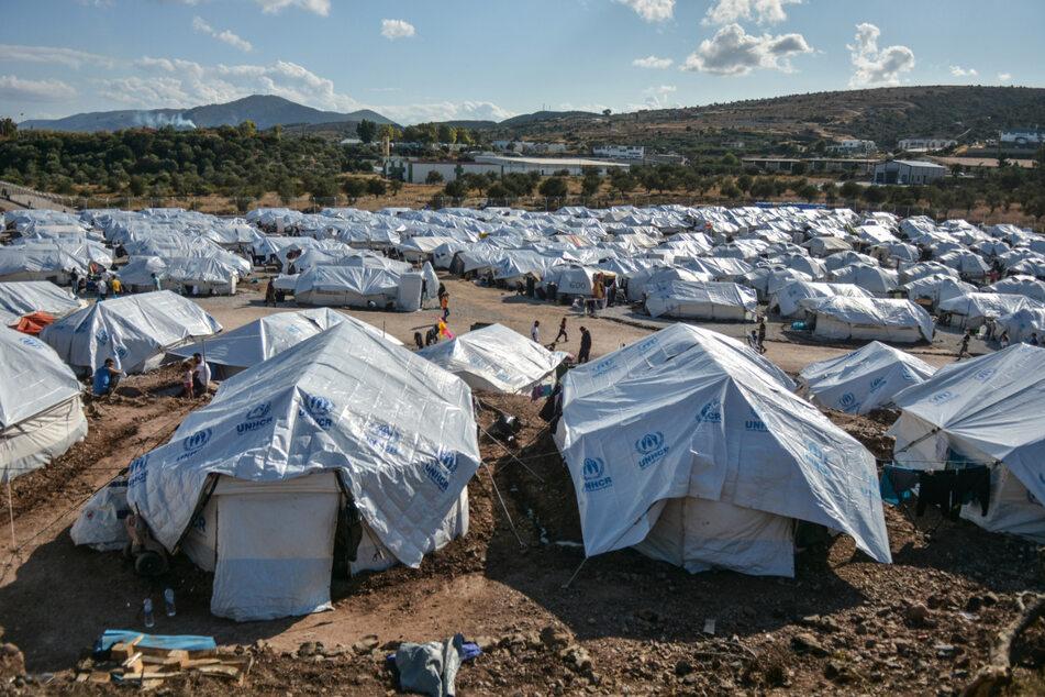 """Das Flüchtlingslager """"Kara Tepe"""" auf der griechischen Insel Lesbos. Das provisorische Zeltlager mit knapp 6500 geflüchteten Menschen war im vergangenen Herbst in Windeseile errichtet worden, nachdem das ursprüngliche Lager Moria bei einem Großbrand fast völlig zerstört wurde."""