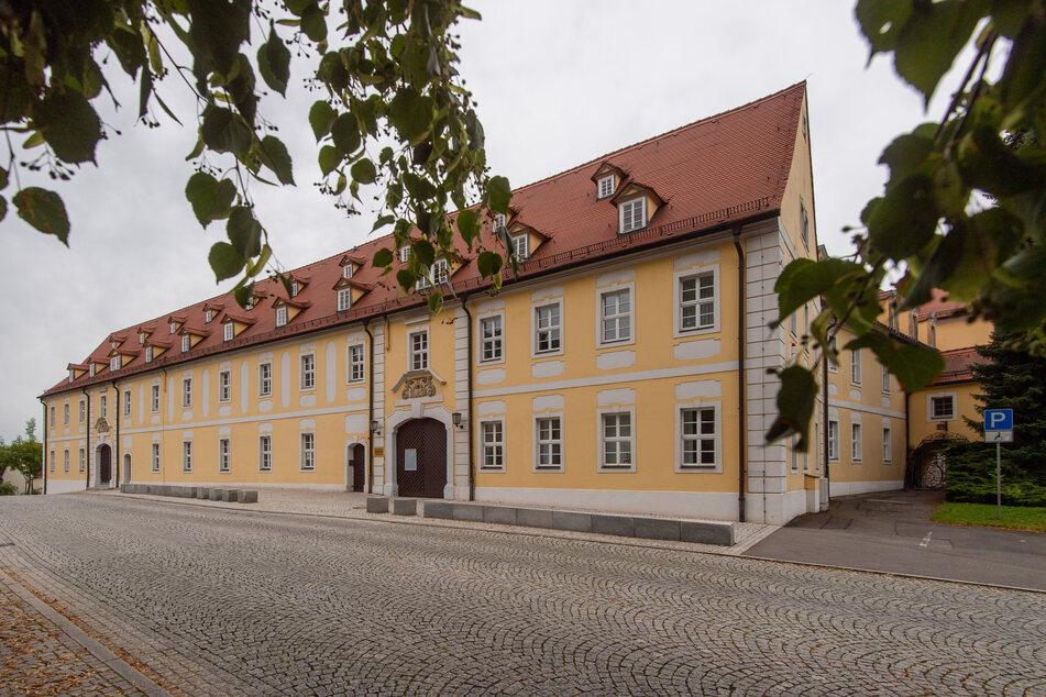 Als Vorstandsmitglied des Fördervereins des Clara-Wieck-Gymnasiums soll sich Uwe M. am Chor-Konto bedient haben.