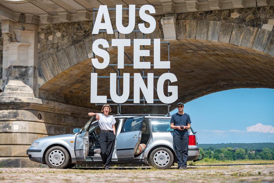 Zu Kunst im Auto laden Künstlerin Ina Weise und Gestalter Christian Göthner ein.