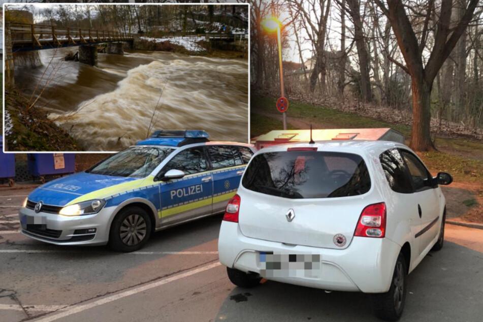 Chemnitz: Nach rasanter Verfolgungsjagd: Männer springen in die Chemnitz!
